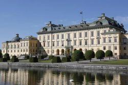 İsveç Kraliçesi Silvia, Drottningholm Sarayı'nda 'arkadaş canlısı hayaletler' olduğunu ileri sürdü.