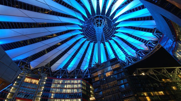 Berlin's Sony Center, a complex of shops, restaurants and the movie theater where I saw America's Sweethearts