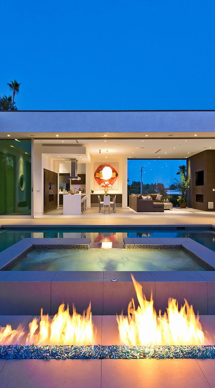 I've seen these outdoor, ground level, fire pits.  They are AWESOME..I have a gas hook up outside that is not being used.  Hmmmmmmmmmm.
