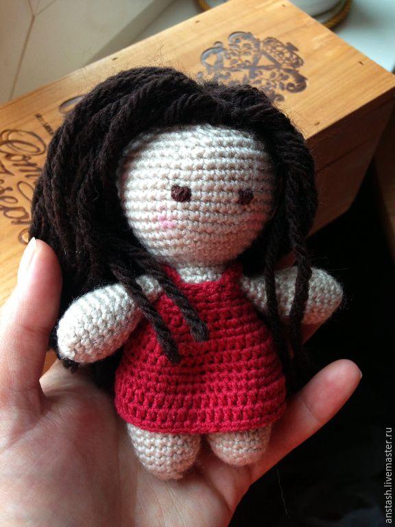 Купить Кукла вязаная для малыша Аннабель - бежевый, красный, платье, кукла, для малыша, волосы, шерсть ♡