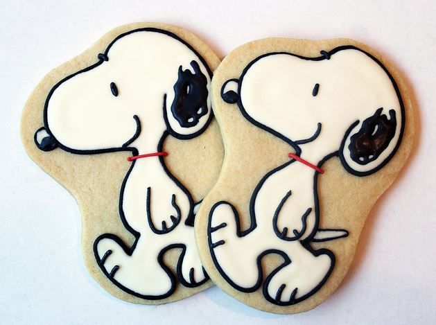 Snoopy Cookies - Oh my goodness! These are so cute and perfect for a Snoopy Party or snack before going to see the new movie!