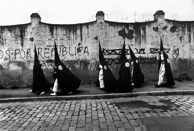 Nazarenos de Santa Genoveva.