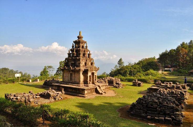 Hotel di Bandungan – Salah satu tujuan objek wisata di Jawa Tengah yang berhawa sejuk adalah objek wisata Bandungan. Objek wisata ini merupakan sebuah tempat wisata alam pegunungan. Dari kot… http://infojalanjalan.com/tempat-wisata-dan-hotel-di-bandungan
