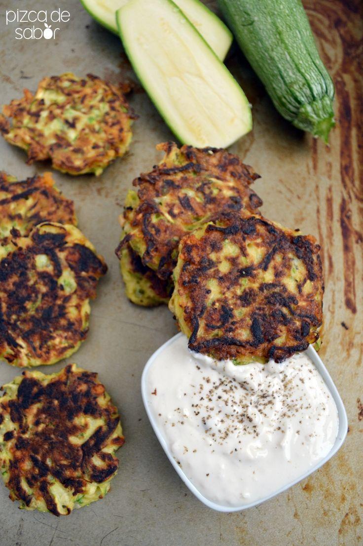 """SIDES. Una manera de aprovechar las económicas calabacitas, prepara estas tortitas o """"croquetas"""" con queso parmesano, deliciosas y fáciles!"""