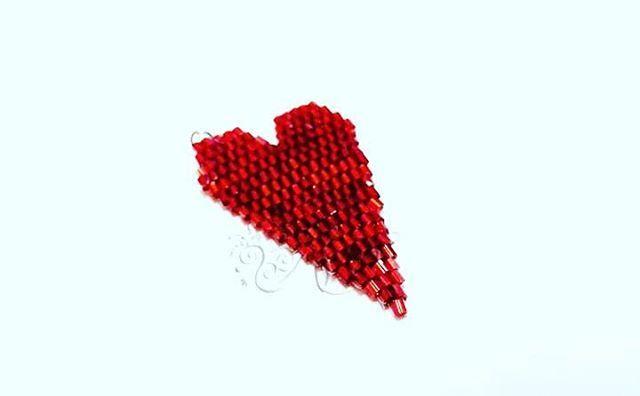 #Ciondolo #cuore realizzato con tecnica di #tessitura di #perline #brickstitch #rosso #red #heart #pendant #handmade #handmadejewelry #ambrosiascreation