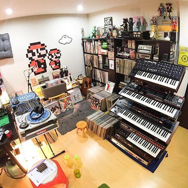 Love this room looks like pure fun  cool photo: @cyndiseui  _____________________________________________ #homestudio #musicstudio #homerecording #musicproduction #studiolifestyle #studiolife  #studioporn #recordingstudio #vibes #musiclife #bayarea