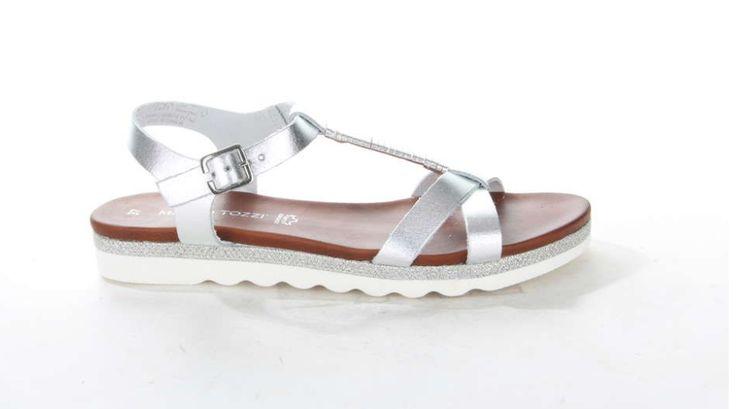Zilveren sandaal van Marco Tozzi. De metallic banden zijn gemaakt van leer. #sandal #silver #metallic #leather #MarcoTozzi