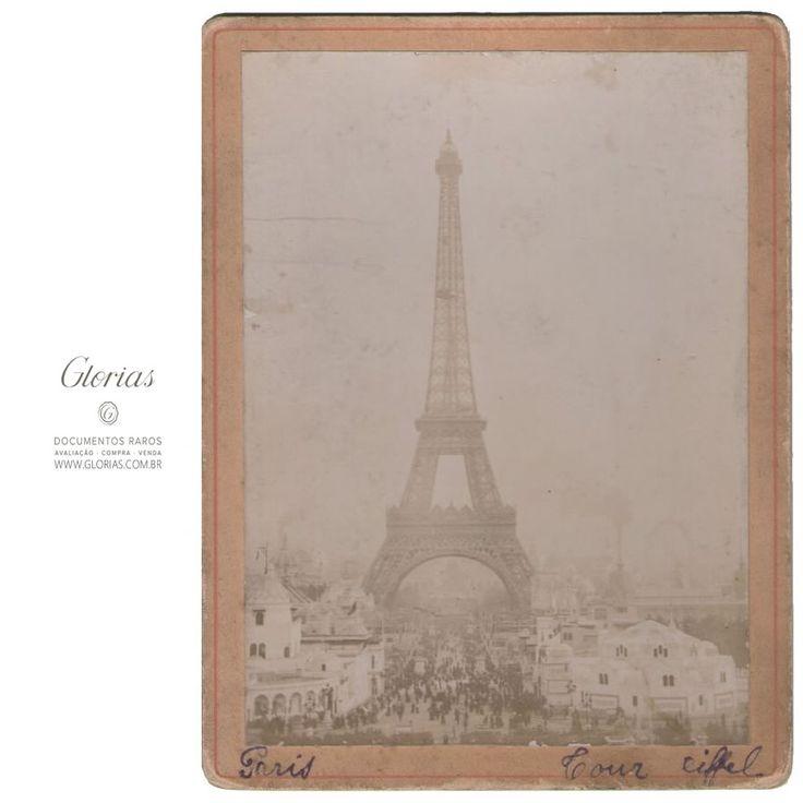 Fotografia antiga da Torre Eiffel (1889)