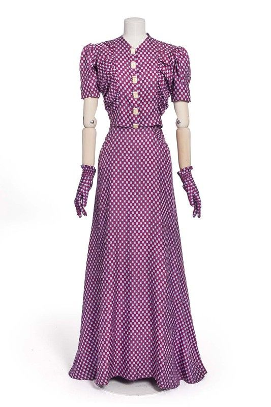 Elsa Schiaparelli, robe, 1939 | Les Arts décoratifs late 30s war era evening gown dress purple white dots short sleeves matching gloves vintage fashion designer couture
