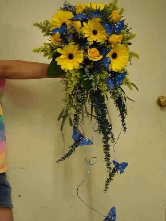 Image from http://www.flowershopnetwork.com/blog/wp-content/uploads/2012/06/lane-florist-wedding-bouquet.jpg.