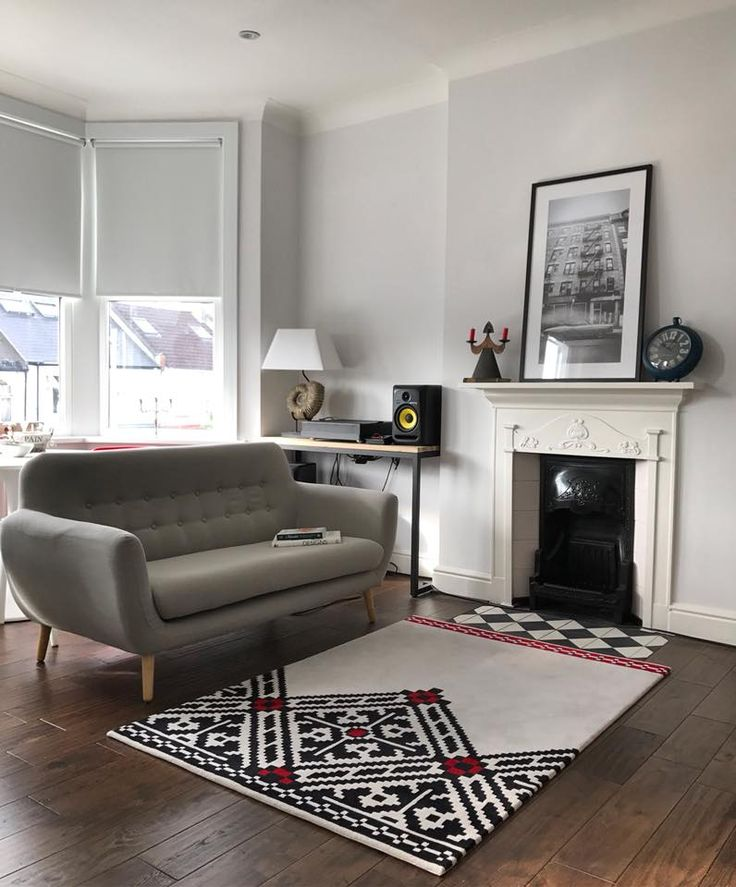 Dare to Rug Edgy Rug at home in London.  #home #styling #rugs #livingroom #decoration