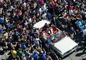 5-May-2013 2:13 - AMERIKAANSE FANS ZWAAIEN ACTEURS THE OFFICE UIT. Leden van de cast van de Amerikaanse tv-comedy The Office hebben zaterdag afscheid genomen van hun fans in Scranton, de stad in de staat…...