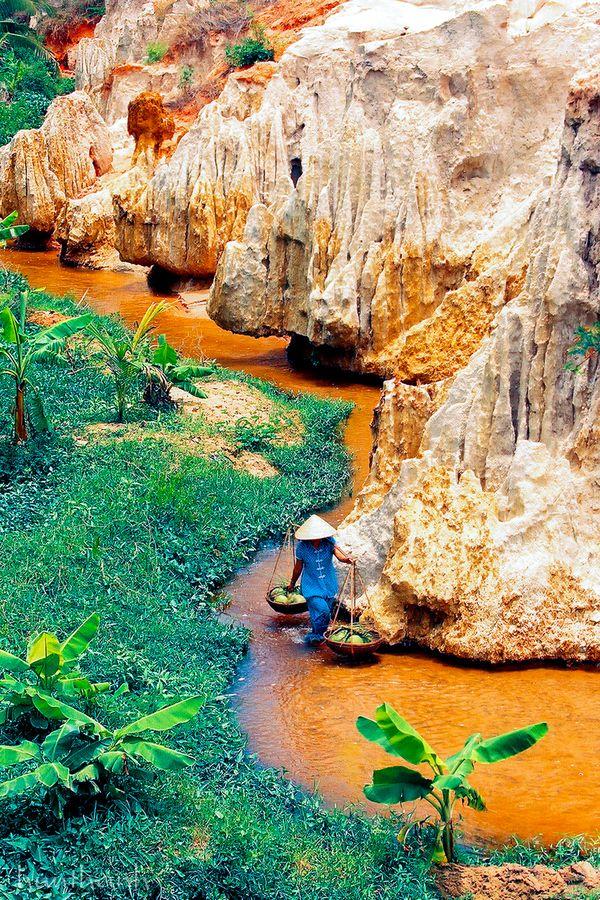 La rivière aux fées - Mui Né, Vietnam                              … …