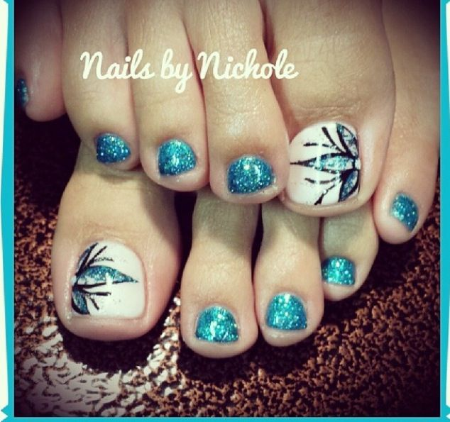 Love the flower  #gel #toes #design