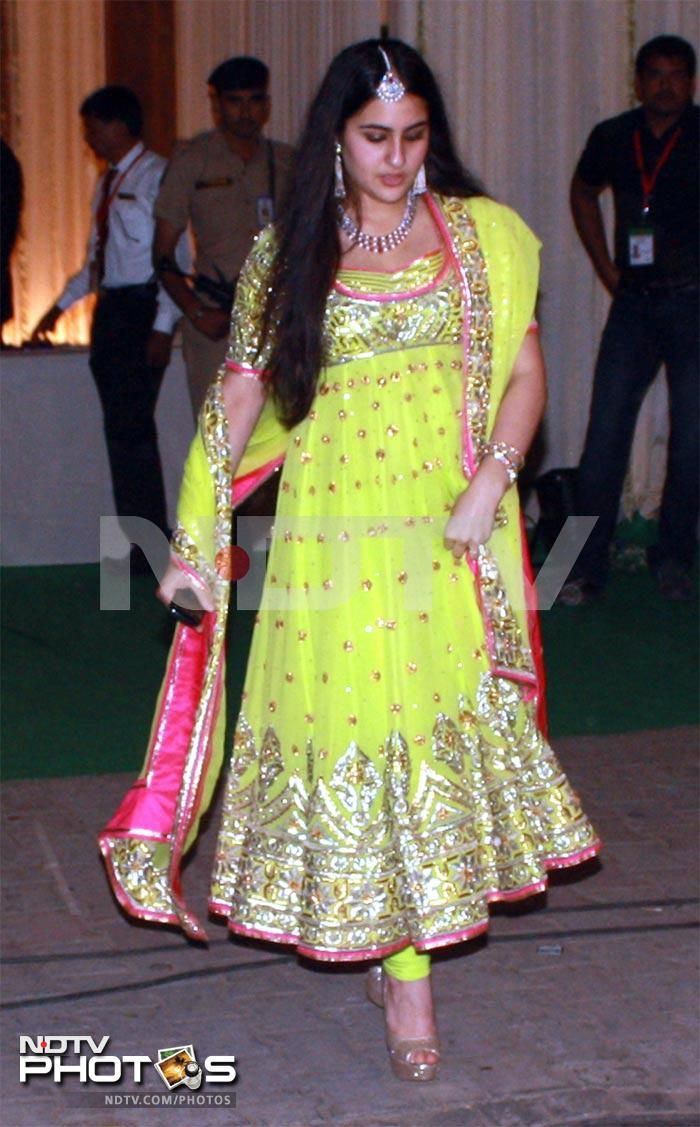 Saif's Daughter Sara (from 1st Marriage) at his & Kareena's Delhi Reception in Neon Anarkali :) Oct 18, 12