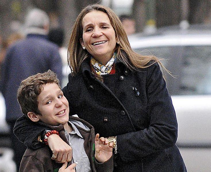 La Infanta Elena con su hijo Felipe Juan Froilan de Marichalar.