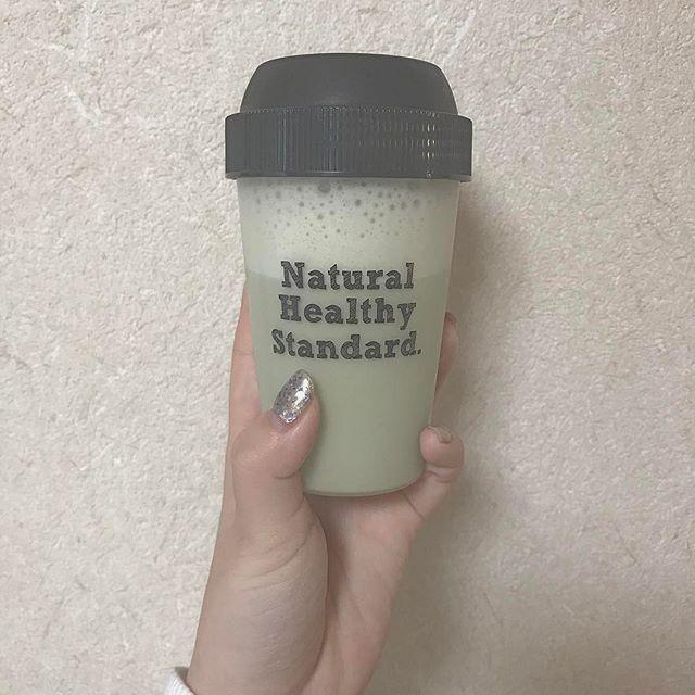 今日の朝ごはんとお昼ご飯。  夜ご飯だけわ我慢出来ない。  夜わ晩御飯食べたあと青汁飲んでる🍵  夏今年こそ水着着たいし、顔!とりあえずこの肉まんみたいな丸い顔をどうにかしたい。  #diet #naturalbeauty #naturalhealthystandard #greentea #nail #shell #blue #white #parker #bendavis #instagram #instaart #instagood #instalike #instaart #instafashion #instagramer #instanails #instanature #ナチュラルヘルシースタンダード #ダイエット #ネイル #セルフネイル #抹茶 #豆乳抹茶 #シェイク