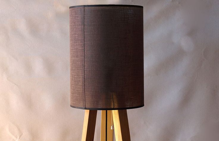 Lampy na trójnogu