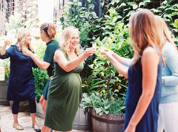 Sheers! Feesten tijdens je zwangerschap kan prima! Zwanger in herfst 2015