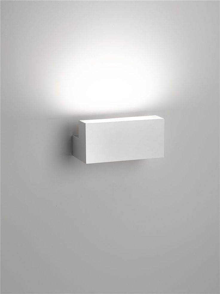 Flos Tyl wall lamp by Piero Lissoni, indirect lighting _