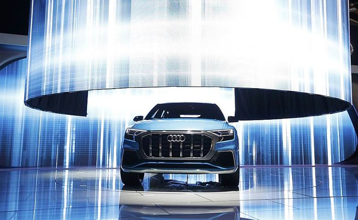 Концептуальное купе-кроссовер Audi Q8 оснащается 450-сильной гибридной установкой. Серийная версия машины будет представлена в 2018 году