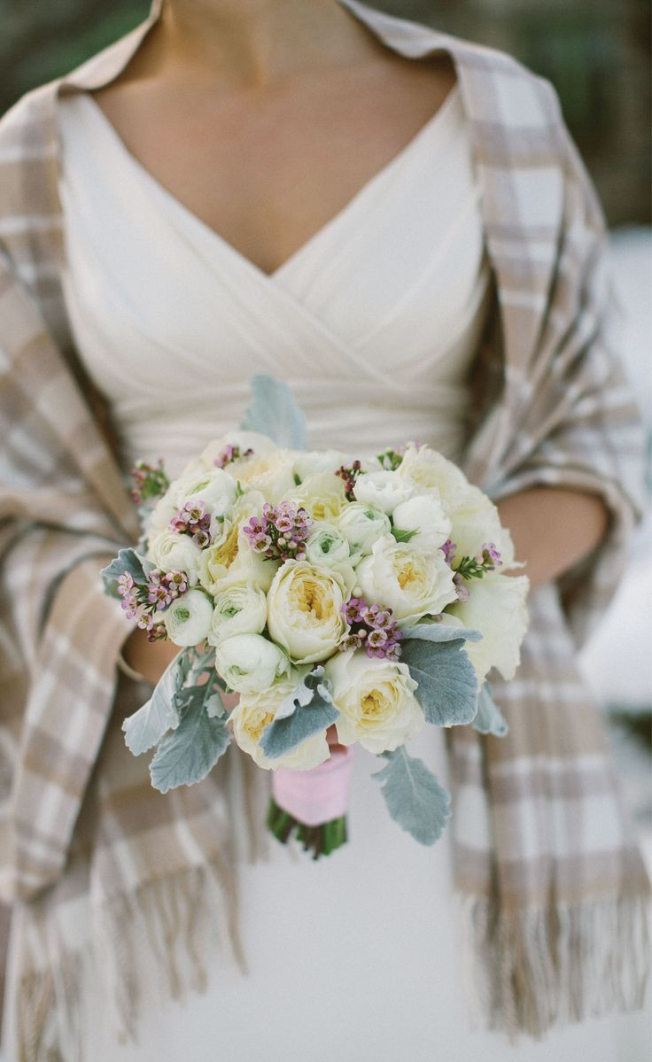 The perfect Winter Wedding shawl! A neutral bouquet with a tartan shawl over this wedding dress is so pretty. (sigh) photo: zach wolf photography venue: willowdaleestate.com