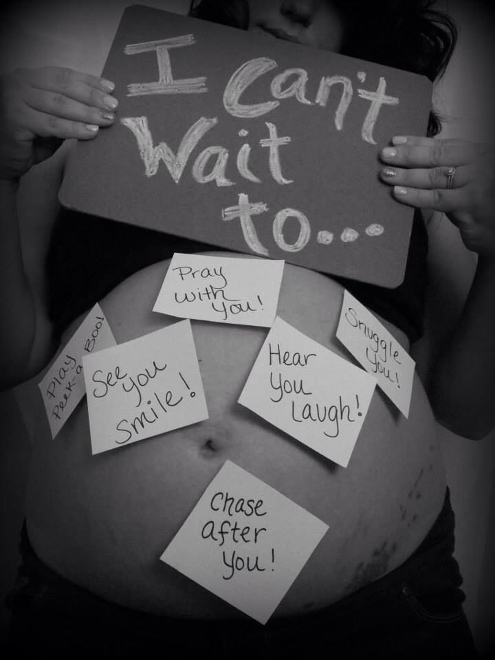 "For a unique maternity photo have family and friends state what they ""can't wait for "" on post it notes."