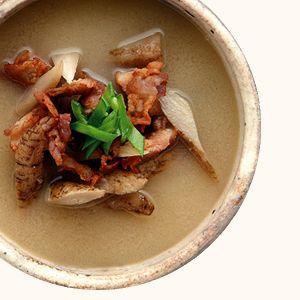 かりかり豚とごぼうの味噌汁   365杯の味噌汁   醤油、味噌 本物の味ひとすじ【フンドーキン醤油(九州大分県臼杵)】
