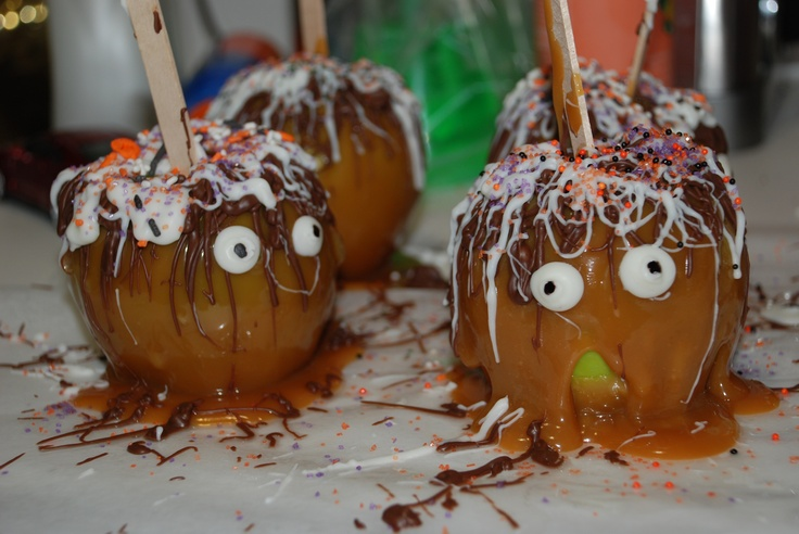 Halloween Carmel Apples. The eyes are made from white chocolate.White Chocolate