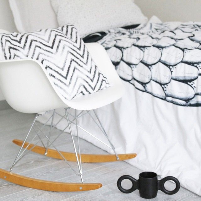 A black and white combination for a rainy afternoon. The Wicked owl duvet makes all the difference when you are after something fun, yet monochrome for the young one's room.