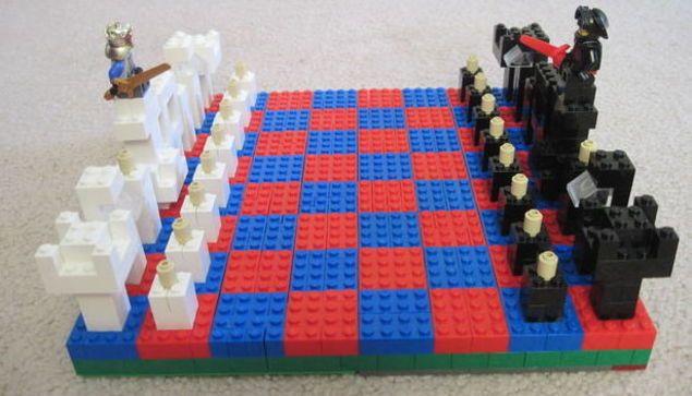 LEGO is de letterlijke en figuurlijke bouwsteen van menig jeugdige jaren. In bijna ieders ouderlijk huis liggen er nog dozen vol van de steentjes, of misschien zijn ze al meegenomen voor de kleintjes. Maar te oud zijn voor LEGO ben je nooit, want het is meer dan speelgoed. Je kunt er ook hartstikke nuttige dingen …