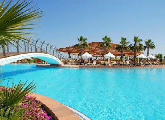 Antalya, Turkije, Barut Hotel Lara Resort Spa 5*. Het ultra all inclusive ligt aan een schitterend fijn zandstrand in Lara. Modern, kindvriendelijk, royale tuin en veel faciliteiten.