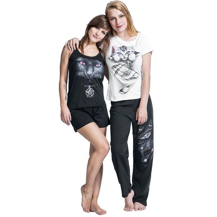 """Set di #Pigiami """"Bright Eyes"""" del brand #Spiral. Un pigiama è composto da pantaloncini e canottiera. L'altro da pantaloni e maglietta."""