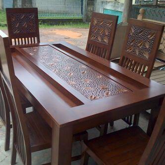 Set Meja Makan Balero Ukir Kayu Jati merupakan produk furniture yang kami tawarkan kepada anda yang mencari produk furniture meja makan berkualitas dari bahan kayu jati dan cocok untuk furniture ruang makan dirumah anda.