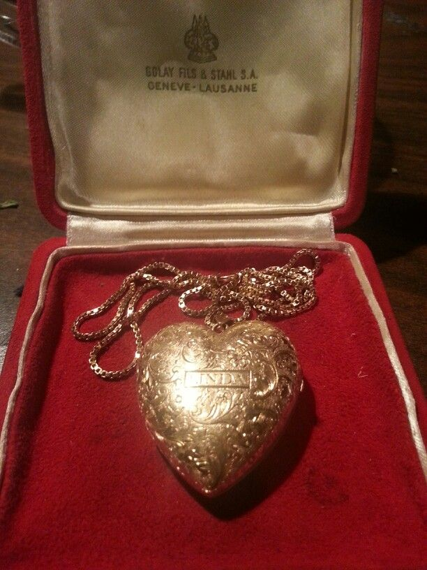 18kt Gold Heart Locket.  GOLAY FILS  S.A.   Double sided picture and has a music box inside.