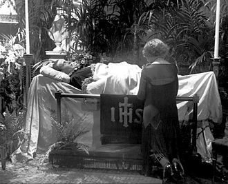 Rudolph Valentino - a mourner at Rudolph Valentino's funeral
