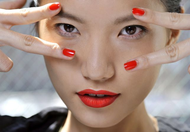 Labios y uñas a dúo: Eye Makeup, Labios Uñas, Jason Wu, Lips, Beauty, Fashion Eyes, Hair, Nail Art, Bright Nails