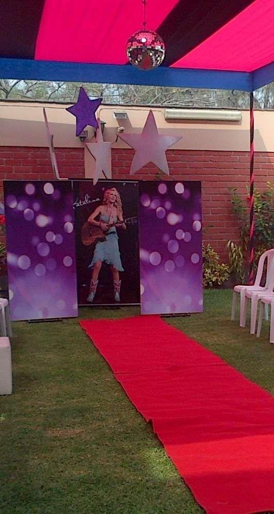 Taylot Swift / Pasarella/ Karaoke Birthday Party Ideas | Photo 1 of 9 | Catch My Party