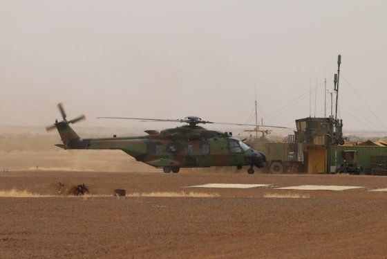French Armée de Terre NH90 Caiman rolls out before a round of campaign, deployed in Bamako control and armed by the controllers of the Alat Aviation Safety and Air Force. ALAT is French Army's light aviation section, generally helicopters. © Frédéric Lert / Aerobuzz.fr