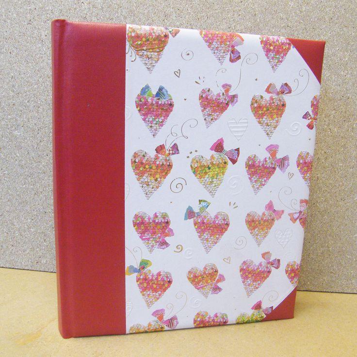 maat 20 x 24 cm met 60 bladzijden.http://www.papier-royaal.nl/t/1/p/categorie/i/182/fotoalbums-op-voorraad.html