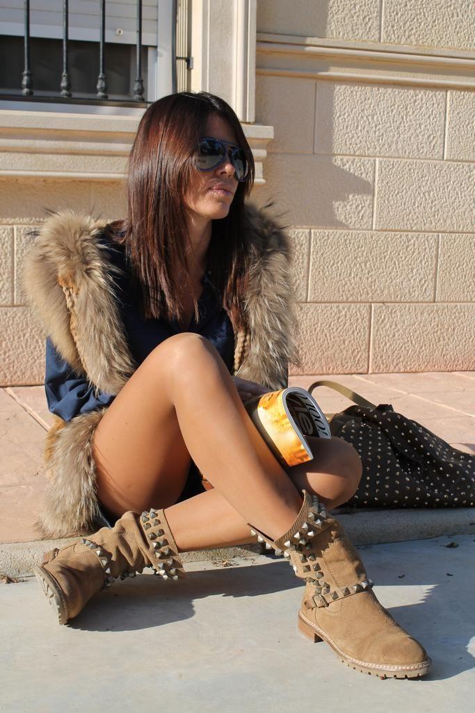#fetishpantyhose #pantyhosefetish #legs #heels #blogger #stiletto #pantyhose #collant #tan #crossedlegs #boots