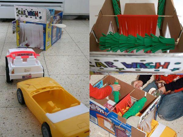 crédit photoFilth Wizardry Fabriquez une superbe station de lavage de voitures avec une boite en carton, un tube en carton, de la mousse en plaque... C'est l'occasion de faire le nettoyage de printemps dans les voitures de vos enfants et de les occuper une bonne heure (surtout ceux qui pourraient rester trèèèès longtemps devant des voitures en train de passer dans les rouleaux d'une laverie)! Suivez les explications de Lindsey, du blog Filth Wizardry. Instructions Coupez 2 portes de part et…