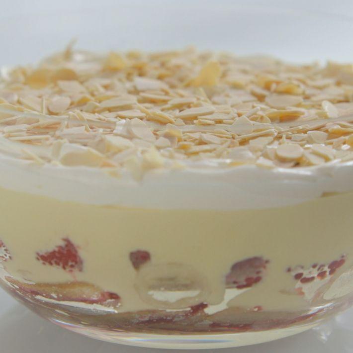 1000+ ideas about English Trifle on Pinterest | Trifles, Trifle Recipe ...