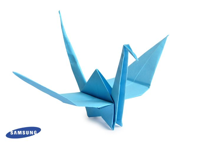 Paper Crane and the Samsung document camera – Hands on activities are really exciting for young students. Show the details and steps for creating a paper crane. Students can follow along and have fun while making their own origami bird. #EDU #EdTech #K12 #Crafts