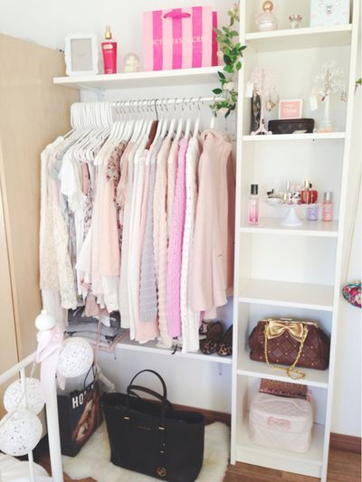 I love how Belinda Selene organises and decorates her room . Its always so pretty and simple.,