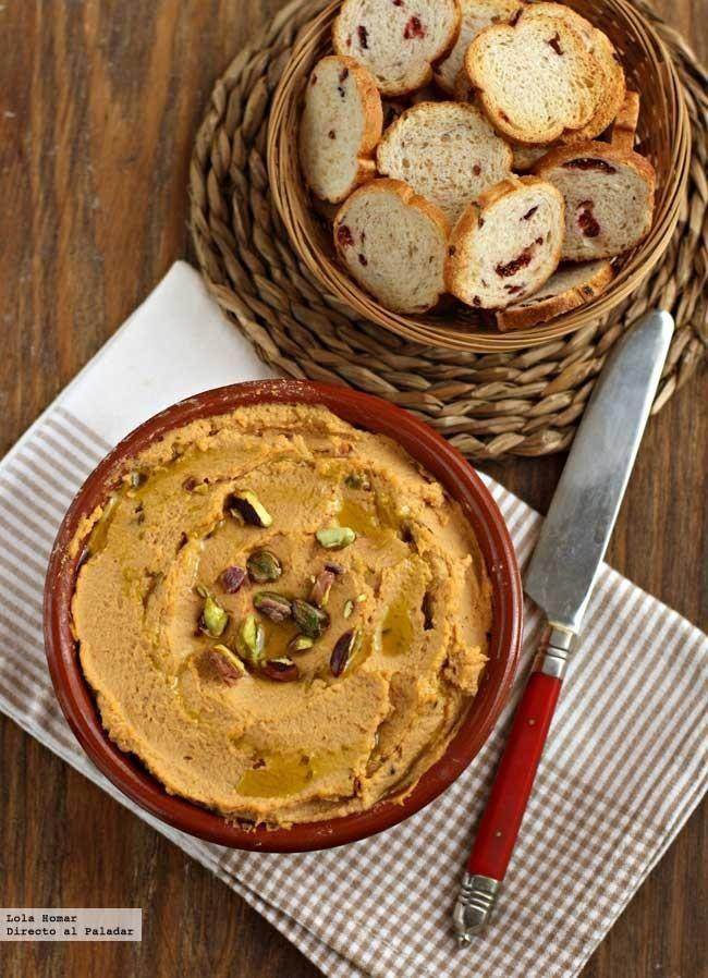 Hummus con pimiento y pistachos