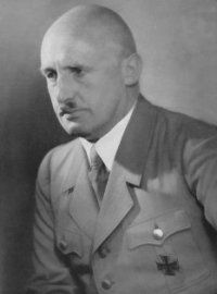 Julius Streicher was born on 12 February 1885 in the Upper Bavarian village of Fleinhausen. An elementary school teacher by profession, Streicher served in a Bavarian unit during the Great War and despite a warning for bad behaviour was awarded the Iron Cross First Class, and he rose from enlisted man to lieutenant