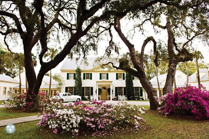 Florida wedding venue: Ribault Club on Fort George Island near Jacksonville   Photo: Agnes Lopez Photography