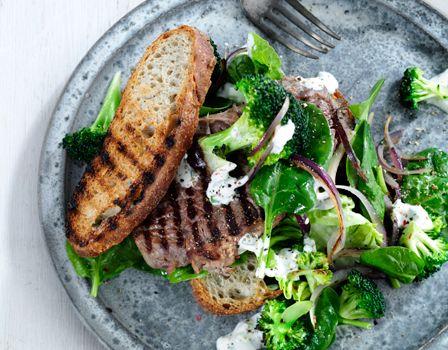 Billede af Steaksandwich med stegte grønsager og estragoncreme
