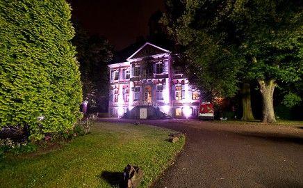 Schloss Arff steht Ihnen für  Hochzeiten  Geburtstage  Jubiläen  Firmenfeiern  Vernissagen  Konferenzen und  Veranstaltungen aller Art zur Verfügung.
